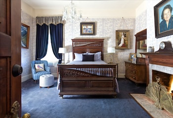 Classic Room, 1 Queen Bed (Lila)