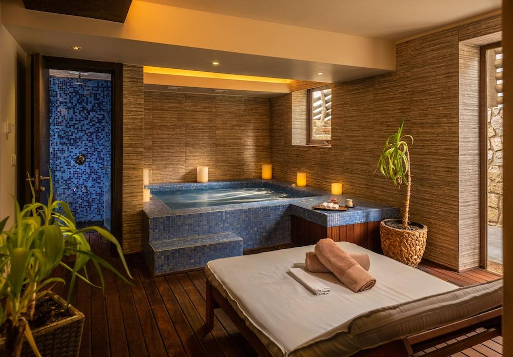 https://i.travelapi.com/hotels/7000000/6320000/6312400/6312399/2b28450e_z.jpg