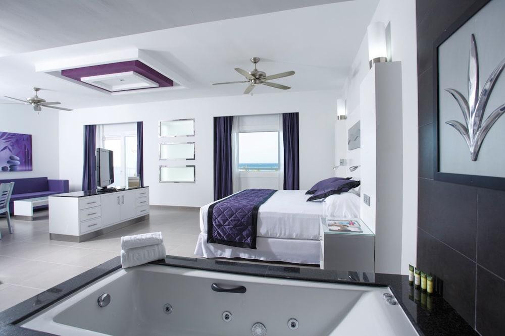 Junior Suite, Ocean View (C)