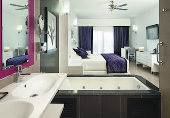 Junior Suite, Jetted Tub, Courtyard View (U)