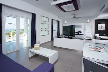 Suite, Jetted Tub, Ocean View (L)
