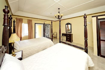 Signature Double Room, 2 Queen Beds, Balcony, Mountain View