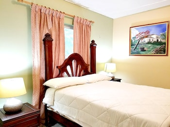 Traditional Room, 1 Queen Bed, Private Bathroom, Garden Area
