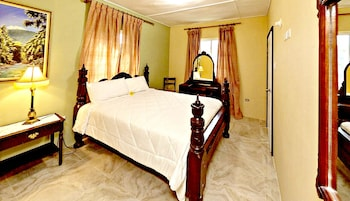 Traditional Room, 1 Queen Bed, Private Bathroom