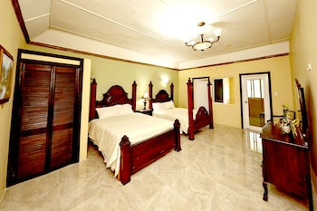 Signature Suite, 2 Queen Beds, Ensuite