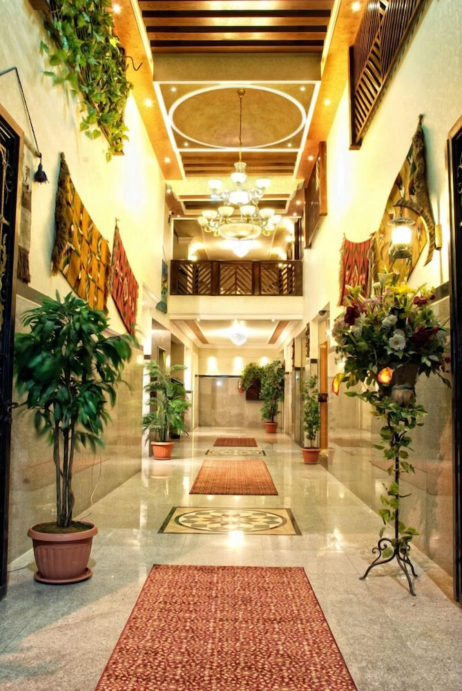 Jardaneh Hotel, Featured Image