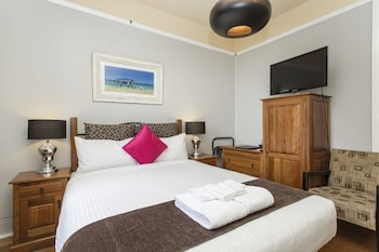 Queen room with ensuite opera house view
