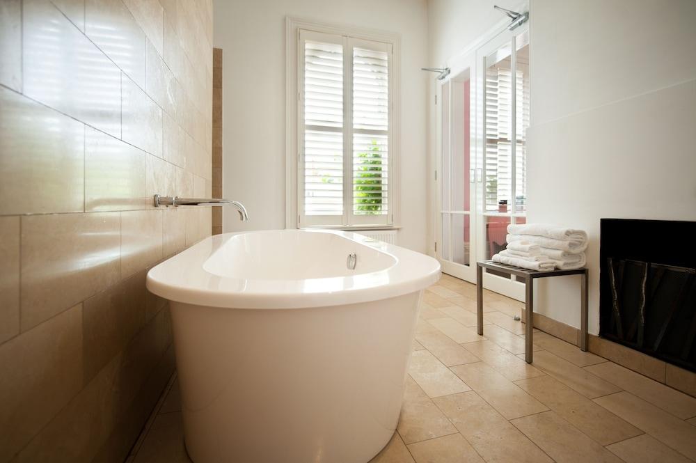 https://i.travelapi.com/hotels/7000000/6350000/6347000/6346903/293c2169_z.jpg