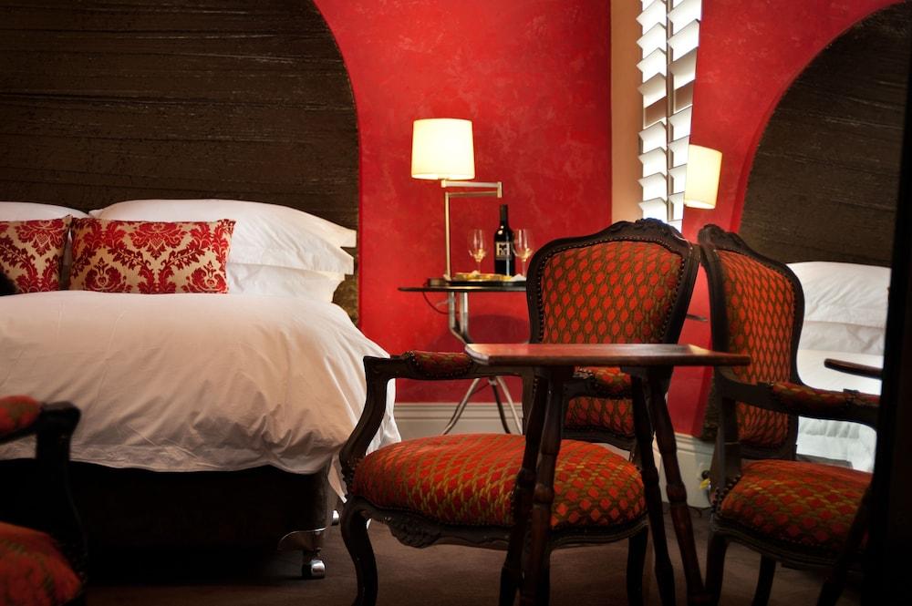 https://i.travelapi.com/hotels/7000000/6350000/6347000/6346903/b131d74f_z.jpg