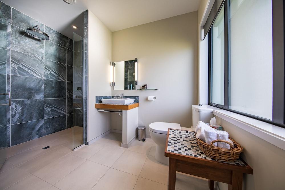 https://i.travelapi.com/hotels/7000000/6360000/6354000/6353957/618f5c54_z.jpg