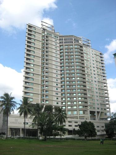 . Mandarin Plaza Hotel