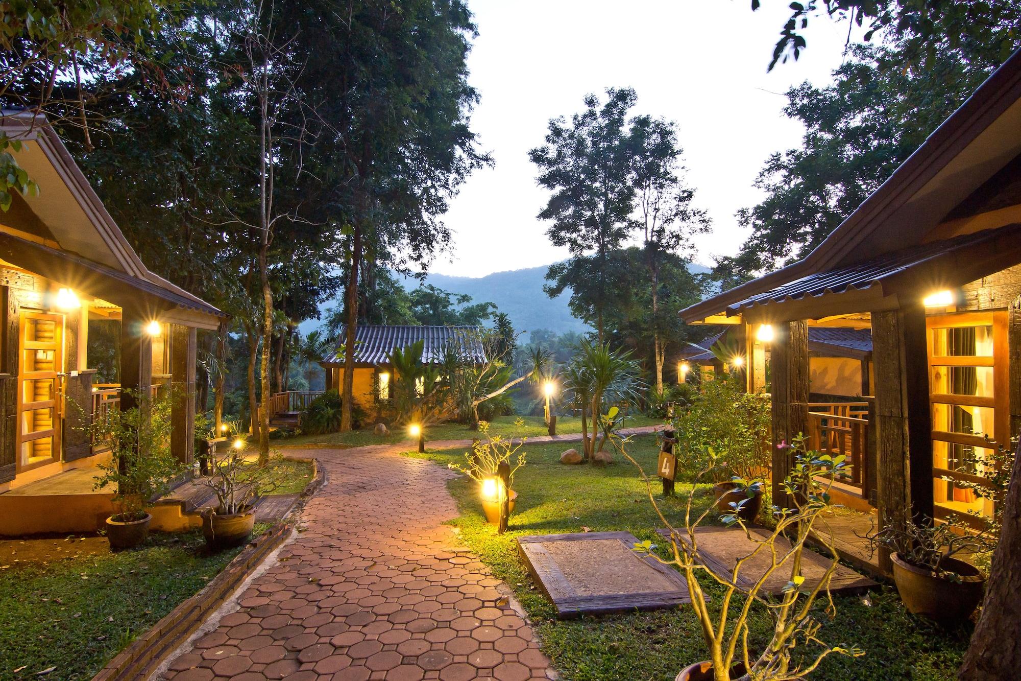 Home Phutoey River Kwai Hotspring & Nature Resort, Sai Yok