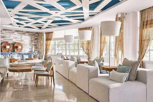 . Kythnos Bay Hotel