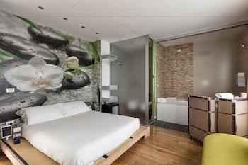 Superior Double Room, Hot Tub (iZen)