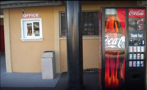 Payless Inn, Maricopa