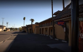 Parking at Payless Inn in Phoenix