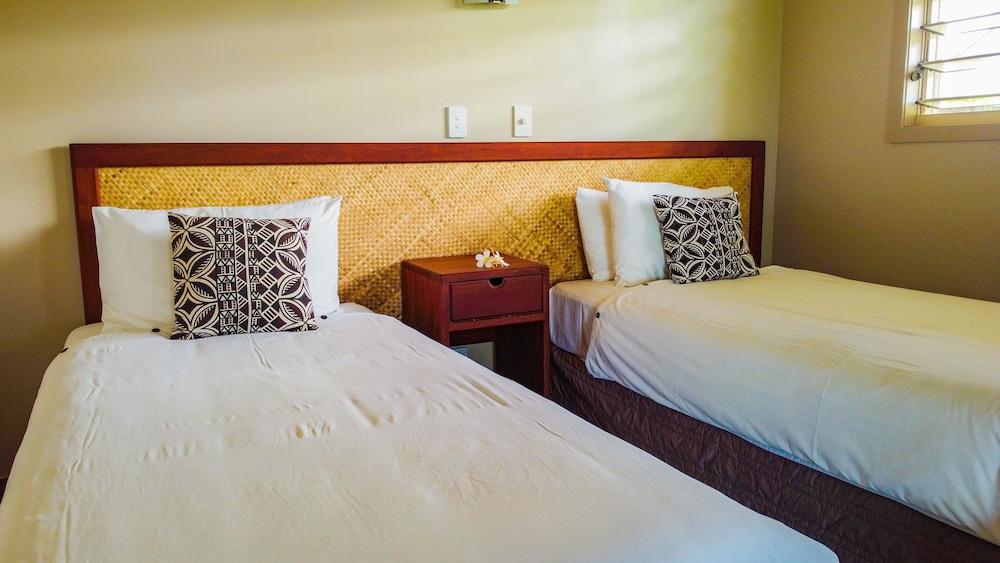 https://i.travelapi.com/hotels/7000000/6390000/6389500/6389416/86255cd6_z.jpg