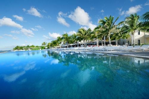 . Papagayo Beach Hotel