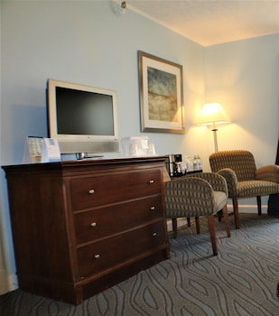 Guestroom at Beach Plaza Hotel in Ocean City