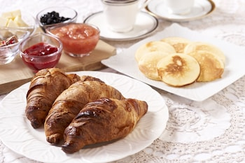 HOTOBIL Breakfast Meal