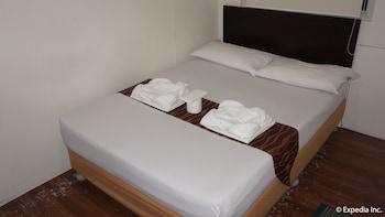DG Budget Hotel Manila Guestroom