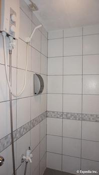 DG Budget Hotel Manila Bathroom