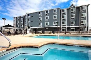 Presidential Inn & Suites - Outdoor Pool  - #0