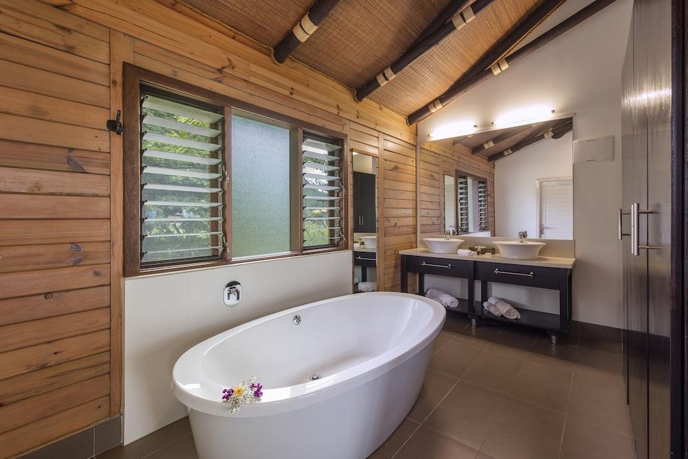 https://i.travelapi.com/hotels/7000000/6460000/6457200/6457154/0b2c25aa_z.jpg