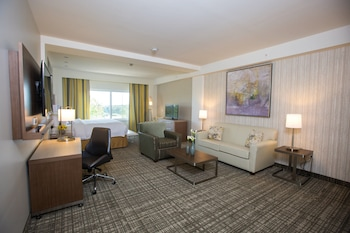 Guestroom at Courtyard Philadelphia Springfield in Springfield