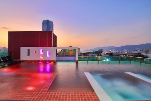 . SLEEP WITH ME HOTEL design hotel @ patong