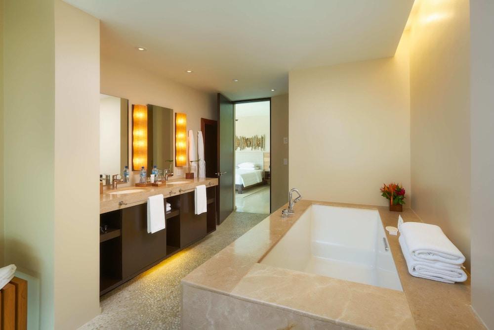 https://i.travelapi.com/hotels/7000000/6480000/6476700/6476638/2be6a257_z.jpg