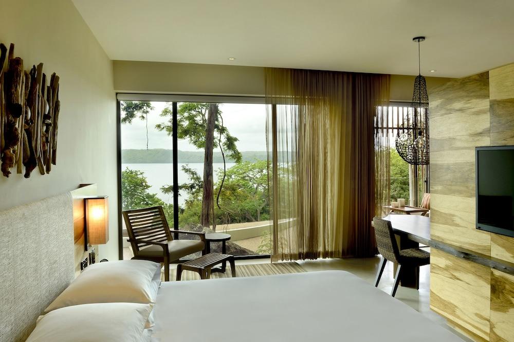 https://i.travelapi.com/hotels/7000000/6480000/6476700/6476638/4f9e469c_z.jpg