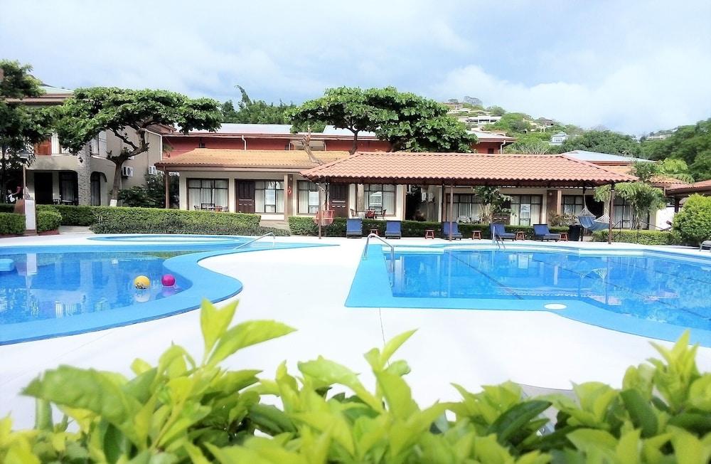https://i.travelapi.com/hotels/7000000/6490000/6482700/6482693/d0a28a39_z.jpg