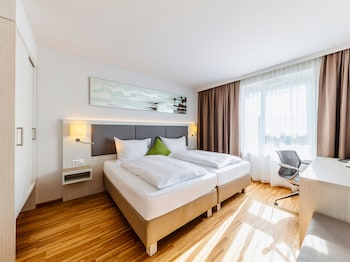 Deluxe Room (with Air Conditioning)