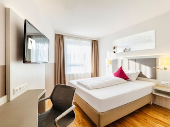 Room (Urban - with Air Conditioning)