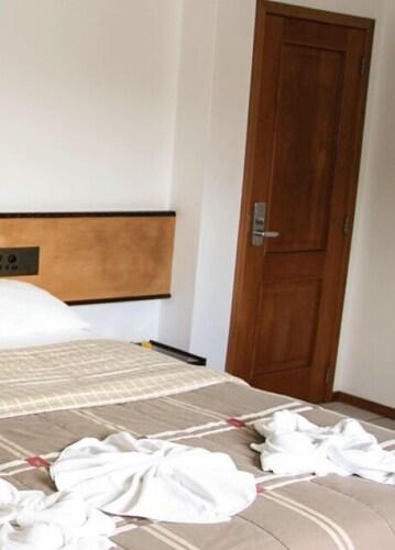 . Holz Hotel