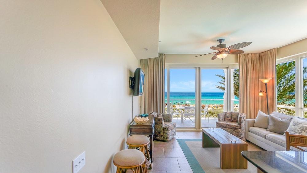 https://i.travelapi.com/hotels/7000000/6520000/6515500/6515462/32f98dd3_z.jpg
