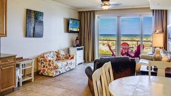 Elite Condo, 1 Bedroom, Beach View, Beachfront (Beach Chairs Included)