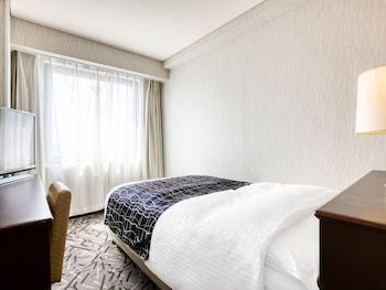 シングルルーム セミダブルベッド 1 台 禁煙 (16 ㎡)|アパホテル〈松山城西〉