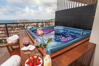 2 Bed Ocean View Jacuzzi Suite