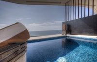 1 Bed Ocean Front Jacuzzi Suite