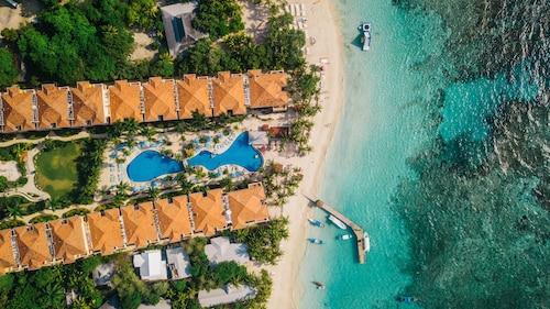 . Infinity Bay Spa & Beach Resort