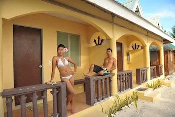 BEACH PLACID RESORT & RESTAURANT Terrace/Patio