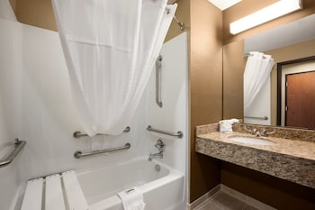 Microtel Inn & Suites by Wyndham Cotulla - Bathroom  - #0