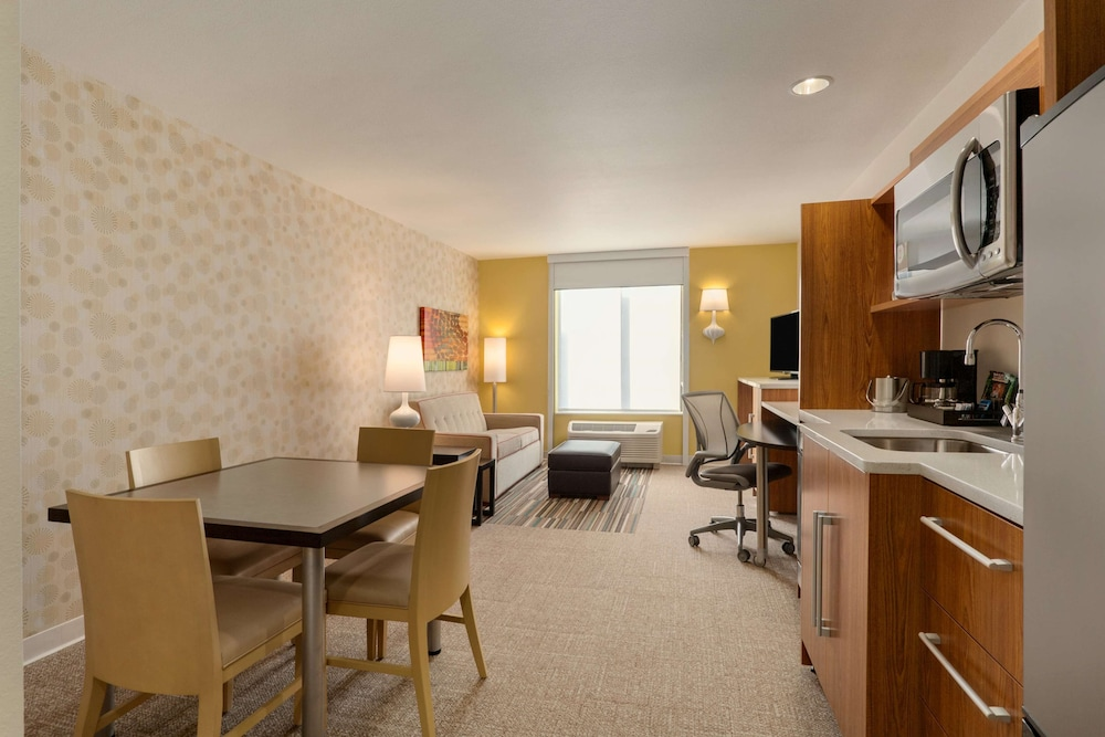 Premium Room, 1 Queen Bed, Accessible, Bathtub (Mobility & Hearing)