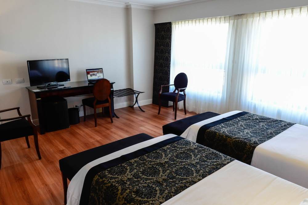 https://i.travelapi.com/hotels/7000000/6570000/6565900/6565878/9484b2f8_z.jpg