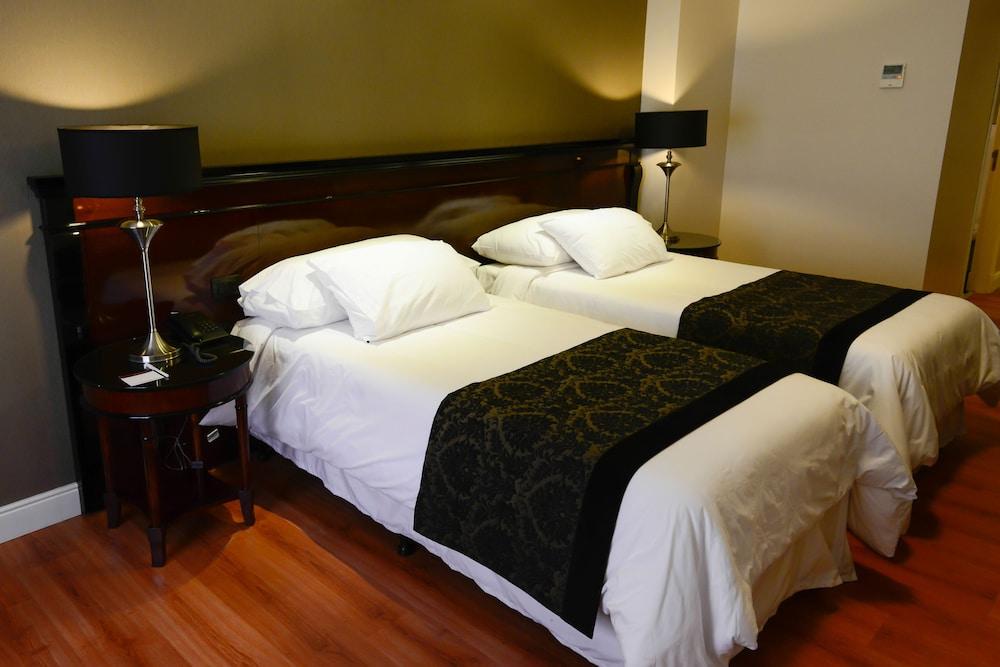 https://i.travelapi.com/hotels/7000000/6570000/6565900/6565878/bb744ec0_z.jpg