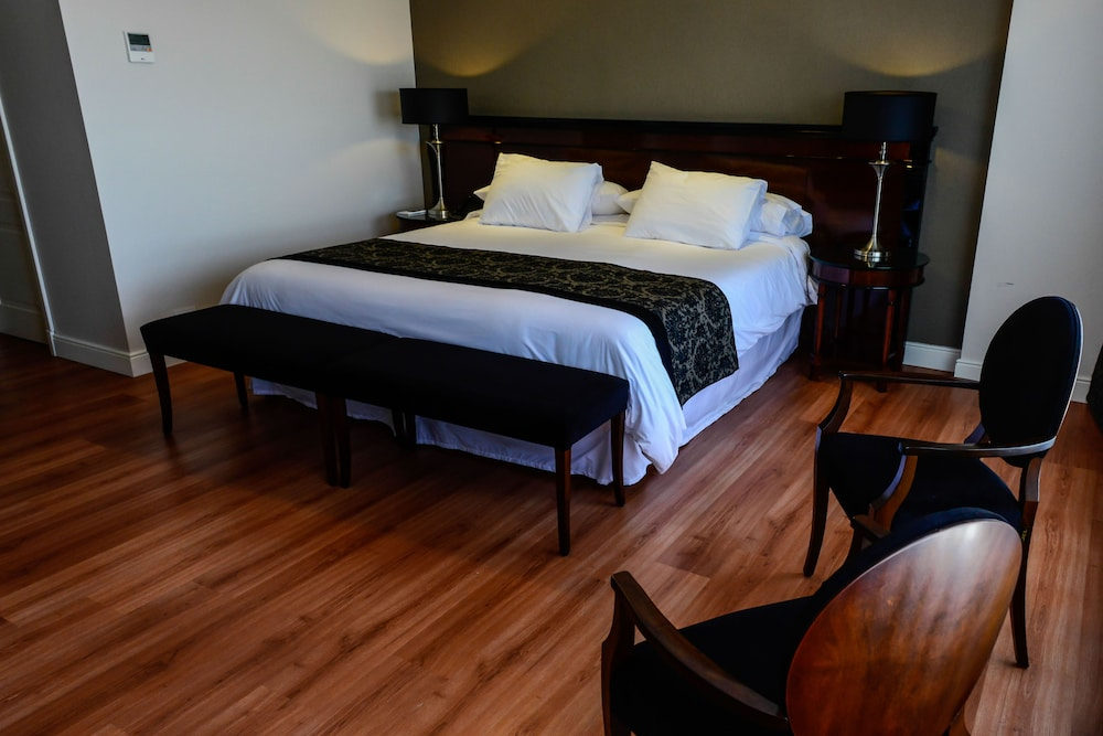 https://i.travelapi.com/hotels/7000000/6570000/6565900/6565878/c87c577c_z.jpg