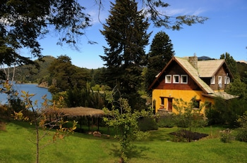 Los Juncos Patagonian Lake House