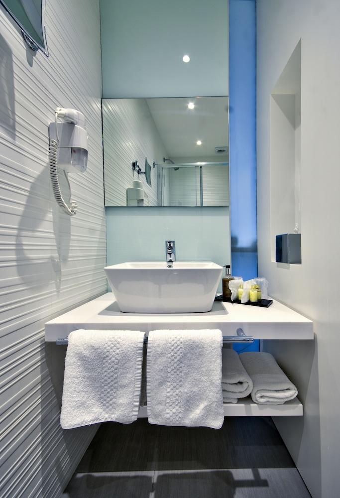 https://i.travelapi.com/hotels/7000000/6580000/6571900/6571840/2f6537ca_z.jpg